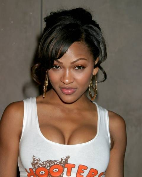 meagangood-hooters021